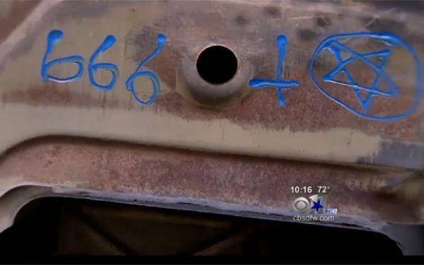 Mulher alega que oficina pintou símbolo satânico em seu carro