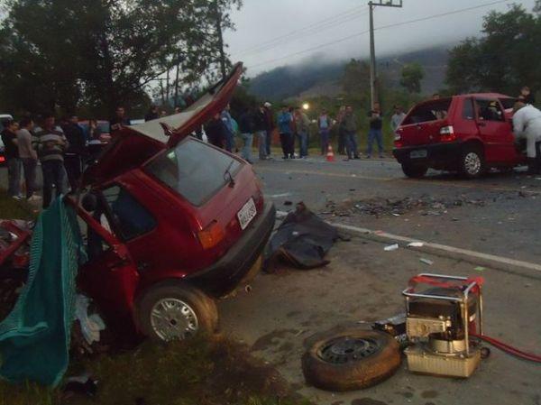 Acidente na BR-470 deixa dois mortos em Santa Catarina; foto