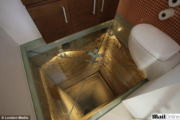 Banheiro de mansão construído sobre poço de elevador de 15 andares