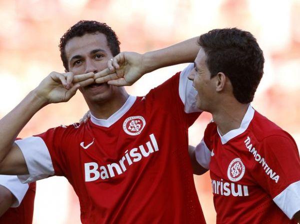 Damião brilha, e Inter bate Coritiba em estreia no Brasileiro