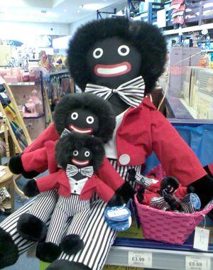 Venda de bonecos negros causa polêmica na Austrália