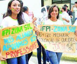 Caminhada marca quinto dia de greve do IFPI