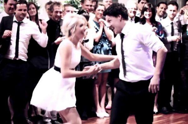 Casal faz sucesso com dança acrobática em seu casamento