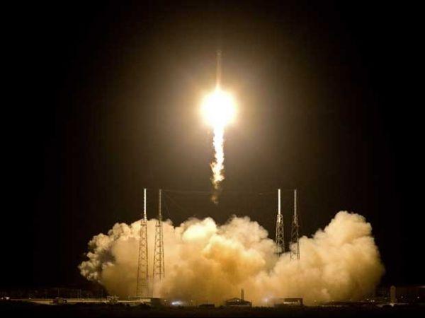 Primeiro foguete privado decola com destino à Estação Espacial Internacional
