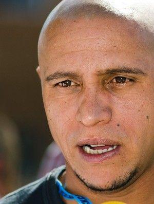 Justiça bloqueia R$ 360,3 mil de Roberto Carlos por dívida trabalhista