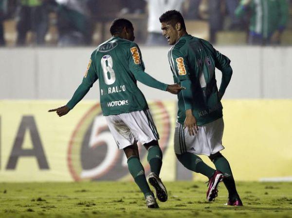Reservas resolvem, Palmeiras bate Atlético-PR e quebra tabu