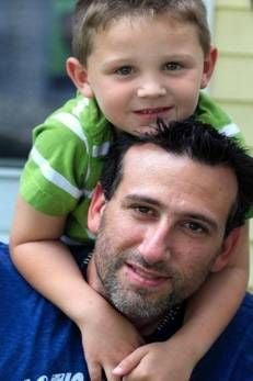 Americano é multado por salvar filho de cinco anos de precipício e deixar carro cair em rio