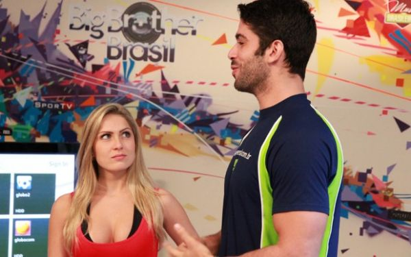 Ex-BBB Renatinha testa Your Shape 2012 com Kadu como personal trainner