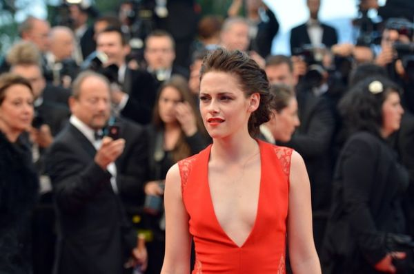 Pattinson e Kristen Stewart chegam separados a première em Cannes