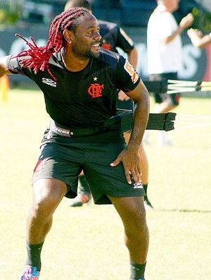 Vagner Love defende escalação do Flamengo com 3 atacantes