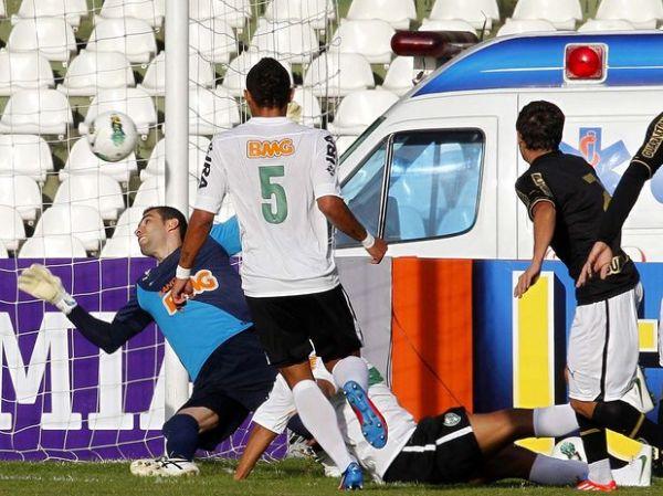 Botafogo bate Coritiba por 3 a 2 e segue na ponta da Série A