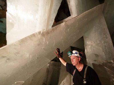 Caverna no México tem cristais do tamanho de prédios