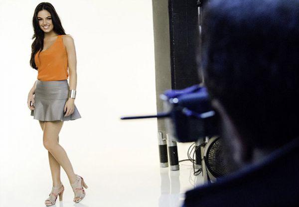 Isis Valverde participa de ensaio fotográfico para marca de calçados