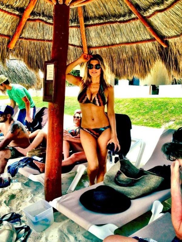 Cantor Fergie exibe curvas em foto tirada durante férias em Cancún