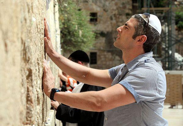 Reynaldo Gianecchini visita o Muro das Lamentações