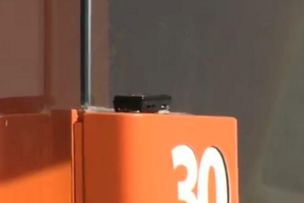 Telefone celular colado em agência bancária é confundido com bomba