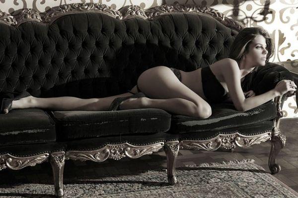 Mama Maluf, namorada do Impostor do Pânico, posa para ensaio sexy