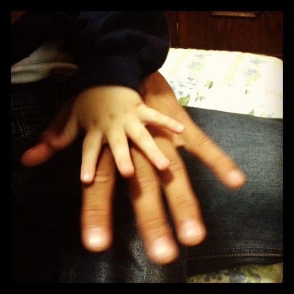 Papai coruja, Neymar posta foto da mãozinha do filho no Twitter