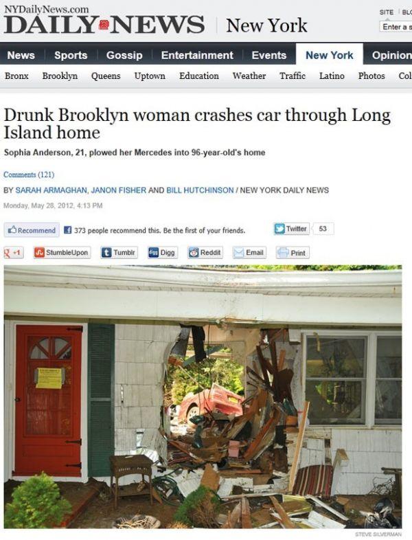 Bêbada sai ilesa após Mercedes conversível atravessar parede de casa