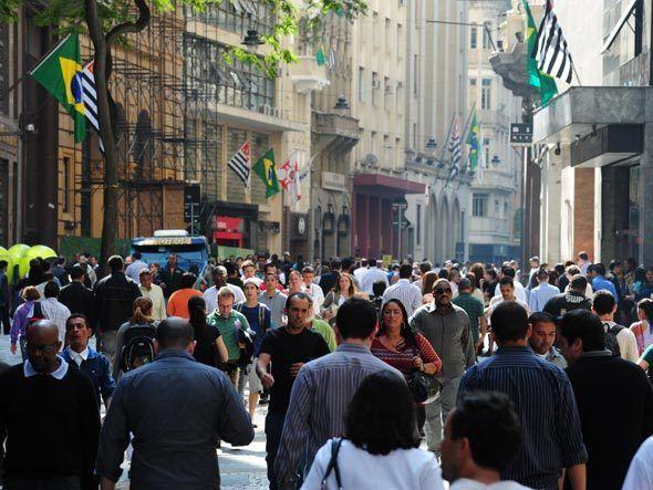 Classe média do BR tem renda de R$ 291 a R$ 1.019, diz governo