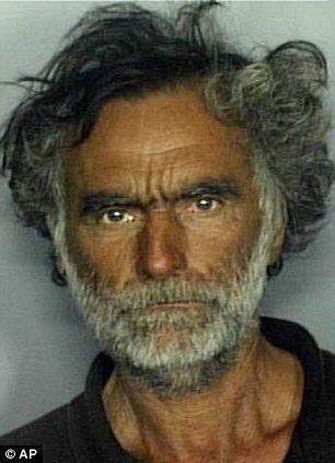 Polícia divulga fotos do homem sem-teto que teve o rosto devorado por canibal em Miami