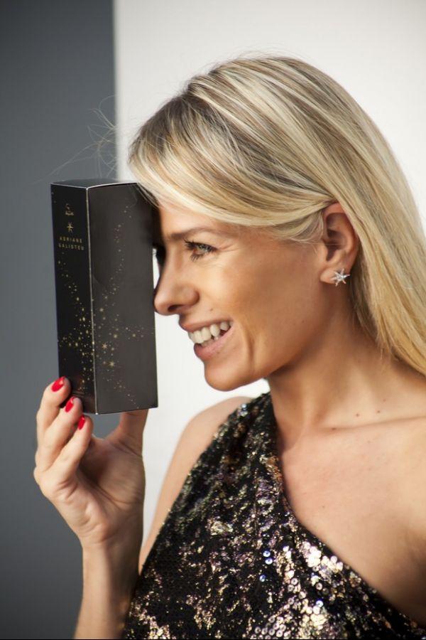 Adriane Galisteu fotografa para a linha de perfume que leva seu nome