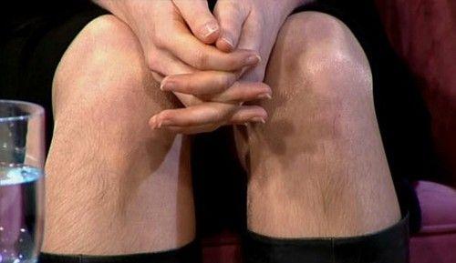 Britânica que não se depila há 18 meses vai à TV e exbie seus pêlos