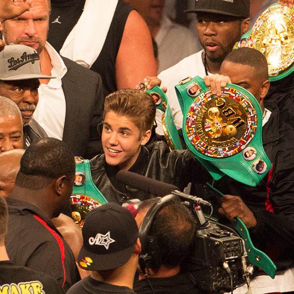 Justin Bieber acompanha luta de boxe em Las Vegas