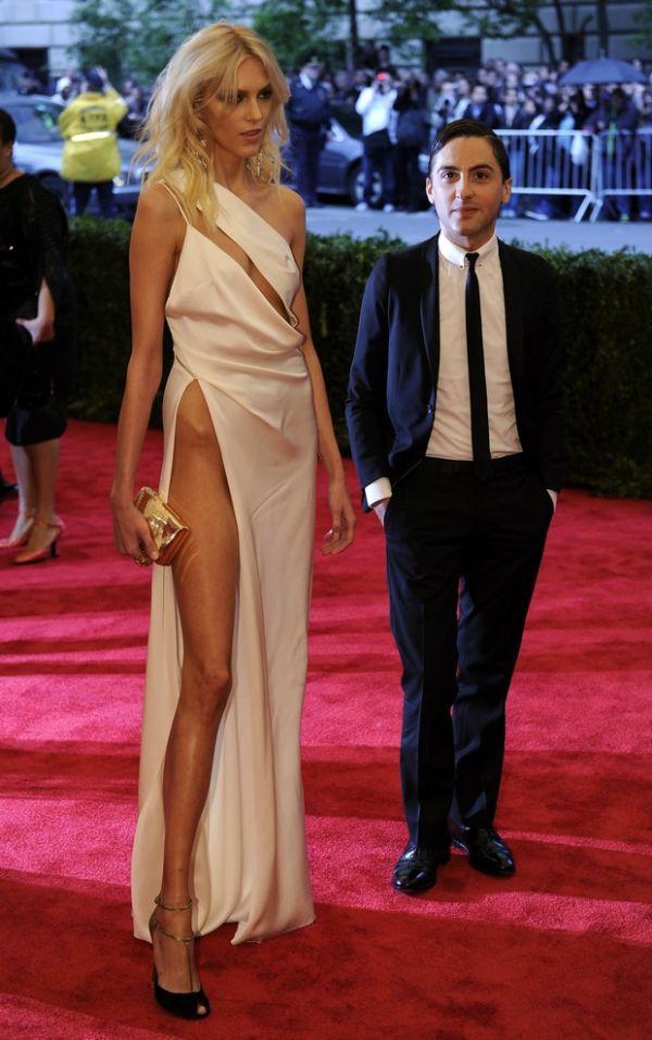 Modelo vai a baile de gala em Nova York sem calcinha e sutiã; Veja