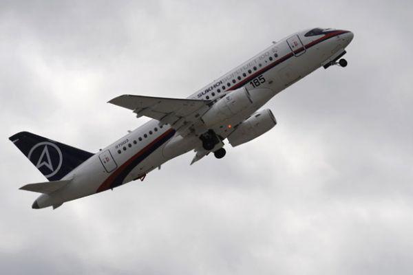 Aeronave com 46 pessoas a bordo desaparece na Indonésia