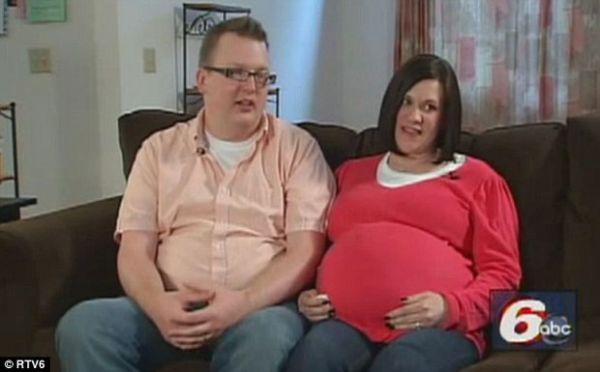 Casal que tentou ter filho por dez anos agora ganhará 4 bebês