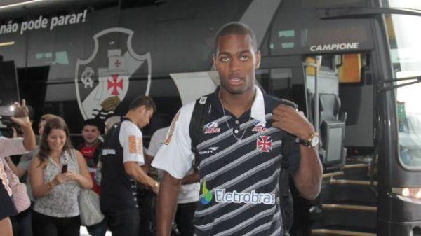 Recuperação de Dedé preocupa e jogador não tem prazo para voltar no Vasco