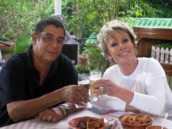 Ana Maria Braga toma chope com Zeca Pagodinho