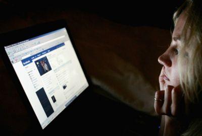 Milhões ligados no Facebook. Entretenimento ou vício?
