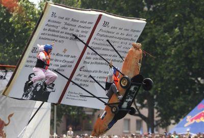 Participantes ?voam? em aviões feitos em casa em campeonato na Hungria