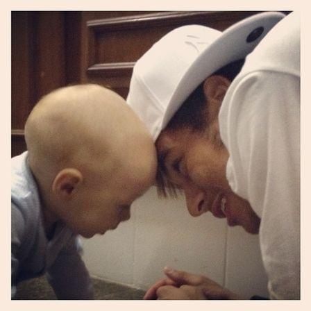 Após 2 semanas sem ver Davi Lucca, Neymar corre para ver o filho