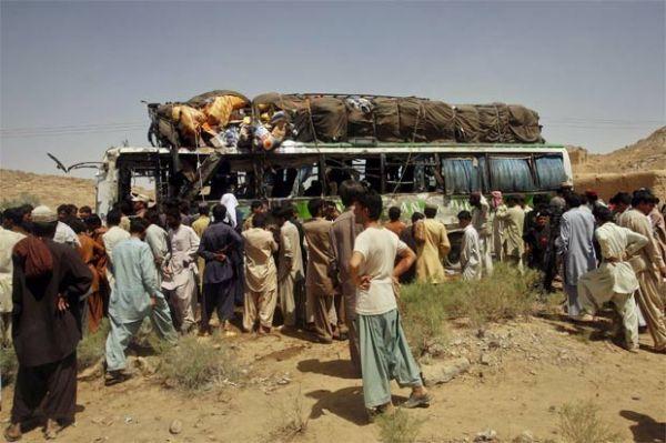 Bomba atinge ônibus de passeio e mata seis no Paquistão