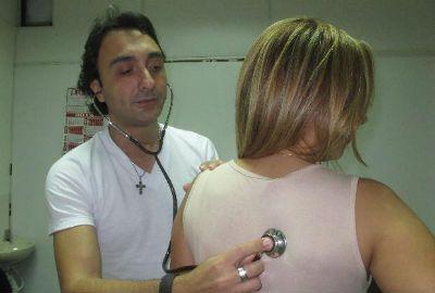 Compositor de sucessos, médico sertanejo sonha com fama nos palcos