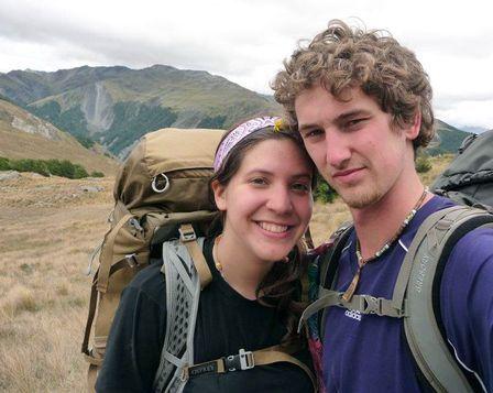 Fontes termais salvam casal preso por 9 dias em montanha congelada