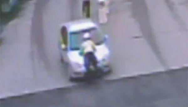 Motorista é preso após dirigir com policial no capô do carro