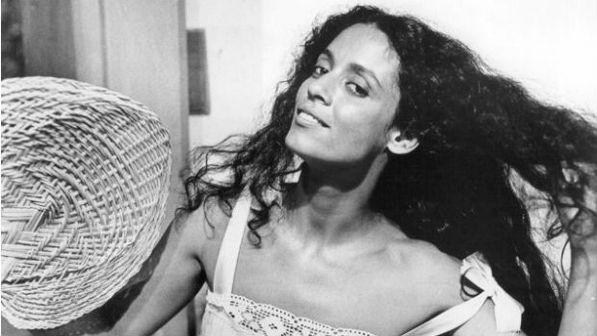 Sônia Braga se irrita por ter seu nome omitido matéria do