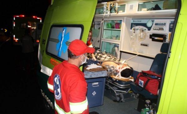 Colisão ente caminhão e van mata 15 pessoas e deixa dois feridos