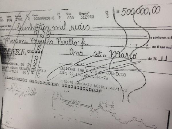 Veja um dos cheques recebidos pela venda da casa de Perillo