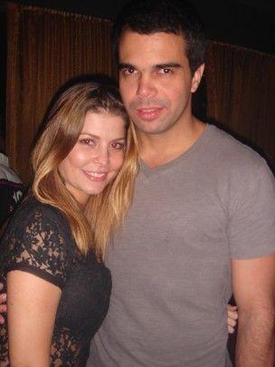 Bárbara Borges vai à boate com novo namorado