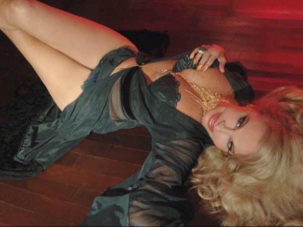 Brunete Fraccaroli divulga foto só de lingerie no Twitter