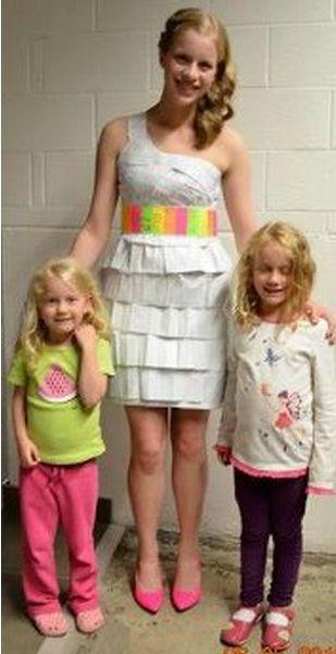 Canadense usa vestido feito com páginas dos deveres de matemática no baile de formatura