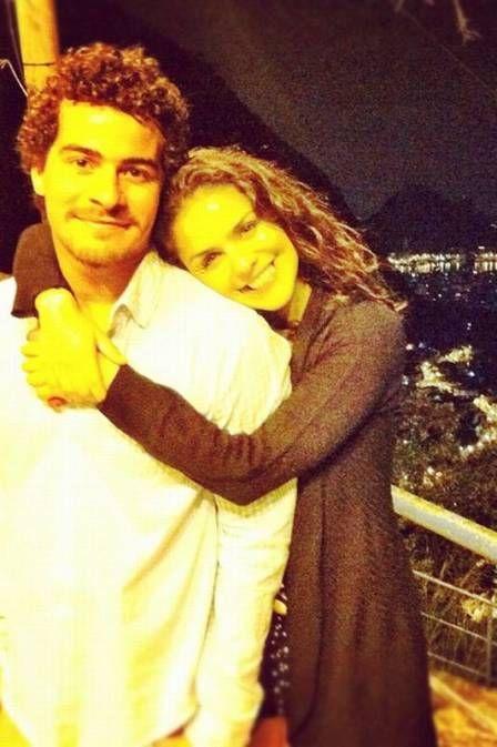 Thiago Martins posta foto agarradinho com Paloma Bernardi: â??Ela e euâ??