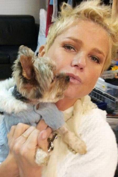Xuxa diz que passou Dia dos Namorados com seu cachorrinho