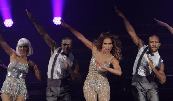Jennifer Lopez é â??vítimaâ?? de mão boba de dançarino em show