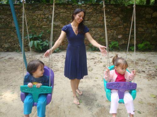 Cláudia Mauro comemora a boa fase dos filhos gêmeos